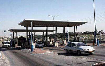 The Al Zaim checkpoint (photo credit: Nati Shohat/Flash90)