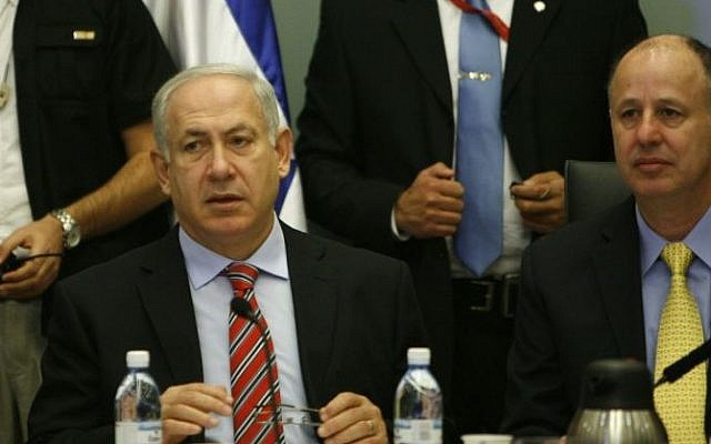 Tzachi Hanegbi (right) and Prime Minister Benjamin Netanyahu attend a committee meeting in the Knesset. (Photo credit: Miriam Alster/FLASH90)