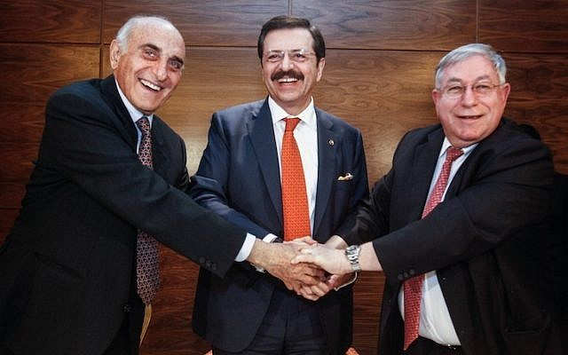 Rifat Hisarcıklıoğlu (center), Oren Shachor (right) and Munib al-Masri (left) at a ceremony for a new institution for commercial arbitration between Israel and the Palestinian Authority in Turkish mediation. (photo credit: Flash90)