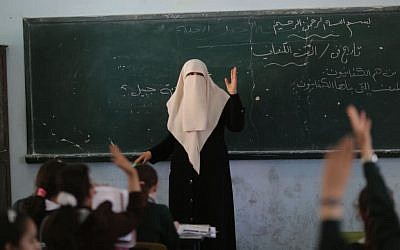 Palestinian students take part in a class at al-Qahera elementary school in Gaza City, April 2, 2013 (photo credit: Wissam Nassar/Flash90)