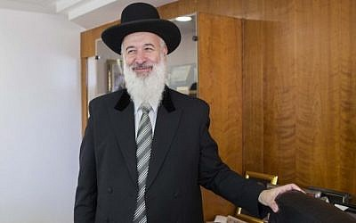 Former Ashkenazi chief rabbi of Israel Yona Metzger in Jerusalem, on July 17, 2013. (photo credit: Yonatan Sindel/Flash90)