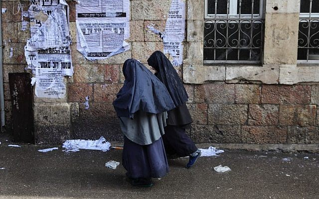 An illustrative photo of young ultra orthodox girls wearing clothing similar to girls in the Lev Tahor cult, walking in Jerusalem's Mea Shearim neighborhood. (Photo credit: Yaakov Naumi/Flash90)