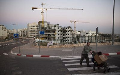 A housing construction site in an East Jerusalem neighborhood, October 27, 2013. (Yonatan Sindel/Flash90)