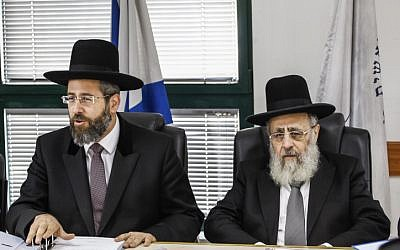 Chief Ashkenazi Rabbi David Lau (L) and Sephardi Chief Rabbi Yitzhak Yosef attend a meeting of the Rabbinate Council in Jerusalem on November 4, 2013. (photo credit: Flash90)