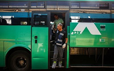 Police investigate the bus where Israeli soldier Eden Atias was stabbed to death on November 13 (photo credit: Avishag Shaar Yashuv/FLASH90)
