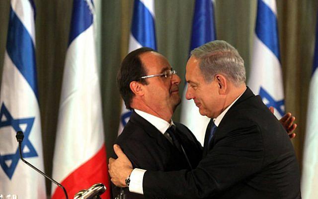 French President Francois Hollande and Prime Minister Benjamin Netanyahu in November 2013. (photo credit: Edi Israel/PooL/Flash90)