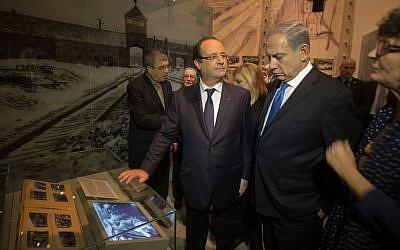 French President Francois Hollande, center, speaks to Prime Minister Benjamin Netanyahu during a visit to the Hall of Remembrance at the Yad Vashem Holocaust Memorial in Jerusalem, Sunday, November 17, 2013 (photo credit: AP/Menahem Kahana, Pool)