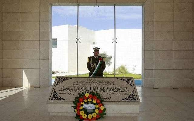 A Palestinian honor guard stands at the grave of the late Palestinian Authority president Yasser Arafat in the West Bank city of Ramallah on Friday, Nov. 8, 2013. (photo credit: AP Photo/Majdi Mohammed)