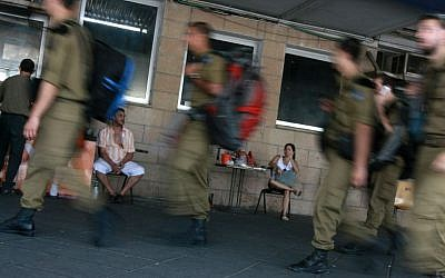 Soldiers at the Afula central bus station in 2009 (photo credit: Rishwanth Jayapaul/Flash90)