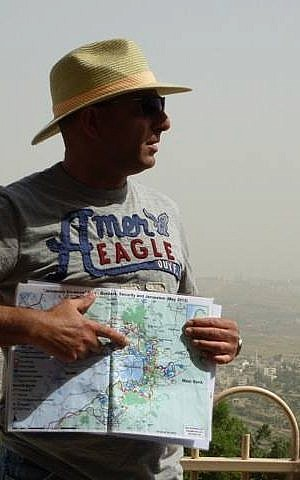 Shaul Arieli, who has the army man's love of maps, in mid-tour (Photo credit: Courtest Shaul Arieli/ Facebook)
