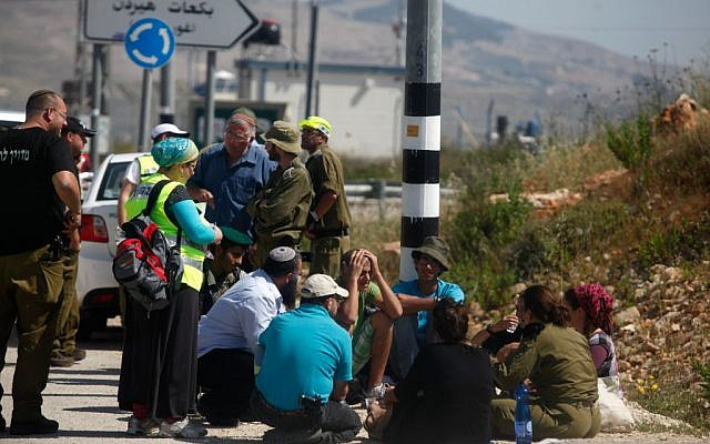 Israeli security forces and others at the site of a terror attack, at a bus stop at the Tapuah Junction in the northern West Bank, in which Evyatar Borovsky was stabbed to death. April 30, 2013. (Photo credit: Flash90.)