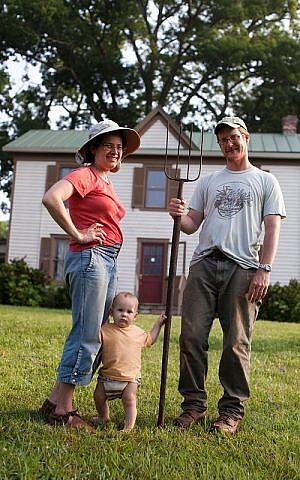 Jewish farmers, Ester and Pablo. (photo credit: courtesy)