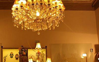 HaTahana villa chandelier (photo credit: Shmuel Bar-Am)