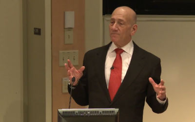 Former Israeli prime minister Ehud Olmert speaks to Darthmouth College, New Hampshire, November 12, 2013. (screen capture: Youtube/Dartmouth)