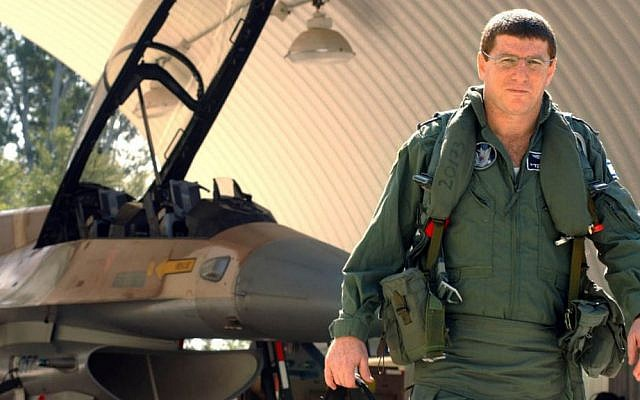 Elyezer Shkedy in 2004, when he was the commander of the Israel Air Force (photo credit: Flash90)