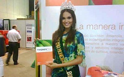 Colombia's Lizeth González, the 2011 World Banana Queen, visits the Stockton Group's booth at an agricultural show in Ecuador. (Courtesy)