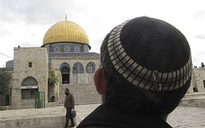 A Jewish man looks towards the Dome of the Rock in Jerusalem, 2013. (AP Photo/Simone Camilli)