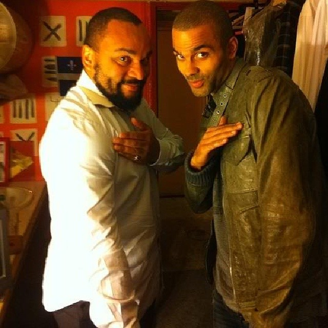 Tony Parker performs the quenelle gesture with its inventor, French comedian Dieudonne (photo credit: Instagram/Bestquenelle)