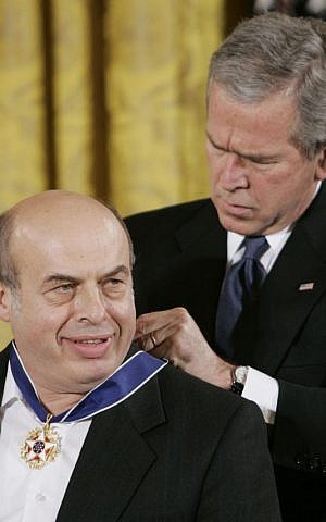 President George W. Bush bestows the Presidential Medal of Freedom to Natan Sharansky, a former prisoner of the Soviet regime, during a ceremony in the East Room of the White House in Washington, Friday, Dec. 15, 2006 (photo credit: AP/Pablo Martinez Monsivais)