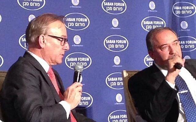 Foreign Minister Avigdor Liberman talks with journalist David Ignatius at the Saban Forum in Washington on Friday, December 6, 2013. (photo credit: @Arturo_Sarukhan, Twitter)