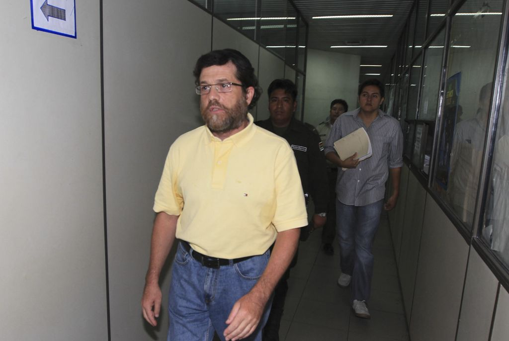 Jacob Ostreicher, a New York City businessman, left, arrives at a court to attend a hearing in Santa Cruz, Bolivia in 2012. (photo credit: AP Photo, file)