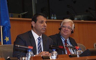 Mohammed Dahlan, left, speaks at the European Parliament, December 3, 2013 (photo credit: courtesy/Fernando Vaz das Neves)