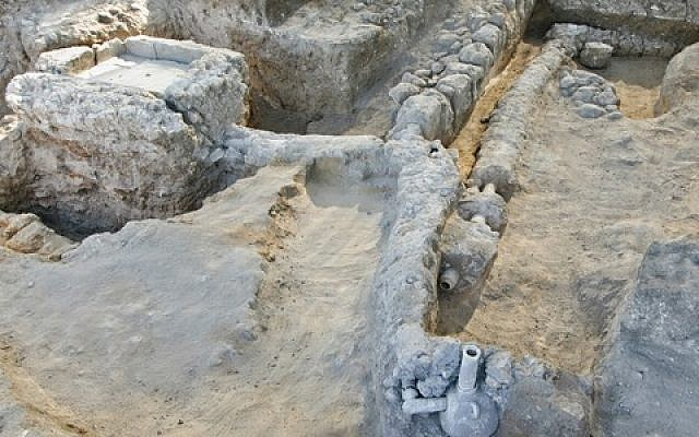 Fountain and plumbing from medieval mansion in Ramle (photo credit: Ron Peled, Israel Antiquities Authority)