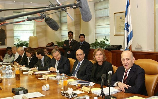 Prime minister Ehud Olmert at his last cabinet meeting, March 29, 2009. (Photo credit: Ariel Jerozolimski / Pool / Flash 90)