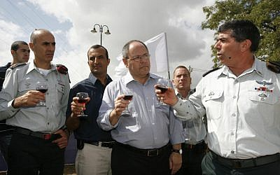 Shamni, left, with former head of the Council of Settlements, Dani Dayan, and then-Chief of the General Staff Gabi Ashkenazi (Miriam Alster/ Flash 90)