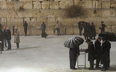 Snow at the Western Wall in Jerusalem, on January 9, 2013. (photo credit: Louis Fisher/Flash90)