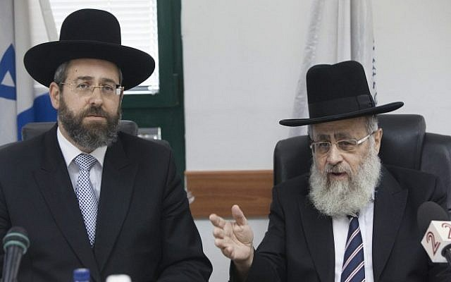Chief Sephardic Rabbi Yitzhak Yosef, right, and Chief Ashkenazi Rabbi David Lau, in Jerusalem, August 28, 2013 (photo credit: Yonatan Sindel/Flash90)