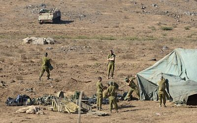 Soldiers setting up an Israeli field hospital in the Golan Heights (photo credit: Gili Yaari/Flash90)