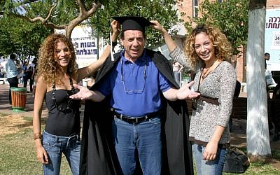 Sefi Rivlin (center) joking around with some students at the College of Management in Rishon Lezion on October 27, 2013. The iconic comedian died on Tuesday at the age of 66 (photo credit:  Markowicz/Flash90)