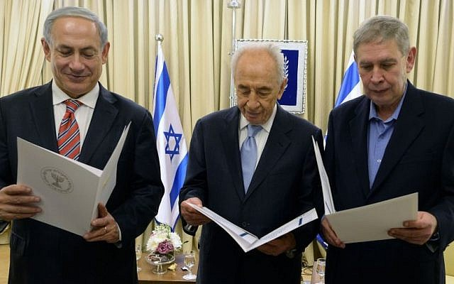 From left: Prime Minister Benjamin Netanyahu, President Shimon Peres and Mossad head Tamir Pardo seen at a ceremony honoring outstanding Mossad intelligence agents, at the President's residence, December 5, 2013. (photo credit: Kobi Gideon/GPO/Flash90)