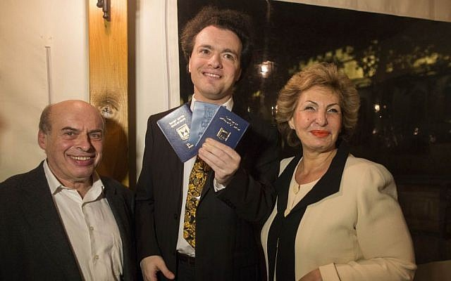 Evgeny Kissin shows off his new Israeli identification card and passport (photo credit: Yontatan Sindel/Flash 90)