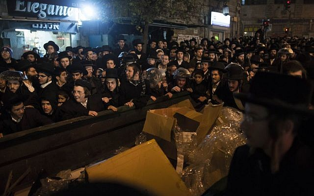 Ultra-Orthodox protesters in Jerusalem Tuesday, December 10, 2013. (photo credit: Yonatan Sindel/Flash90)