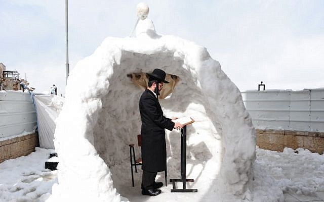 A haredi man prays during a snowy winter morning in Jerusalem, December 13, 2013. (Photo credit: Mendy Hechtman/Flash90)