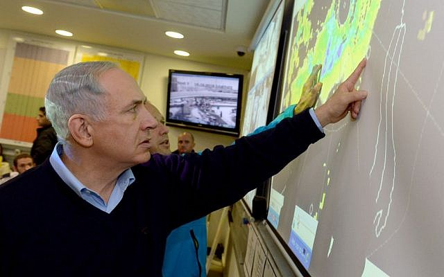 Prime Minister Benjamin Netanyahu seen at the situation room of the Jerusalem municipality during the storm, December 14, 2013. (Photo credit: Haim Zach/GPO/Flash90)
