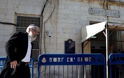 Rabbi Mordechai Elon outside the Jerusalem Magistrate's Court, Wednesday, December 18, 2013 (photo credit: Meital Cohen/Flash90)