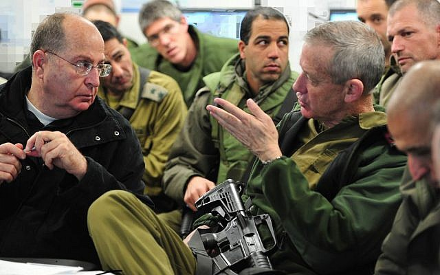 Defense Minister Moshe Ya'alon (L) and IDF Chief of Staff Benny Gantz seen during a drill with the Tse'elim Division on Tuesday, December 31, 2013 (photo credit: Ministry of Defense/FLASH90)
