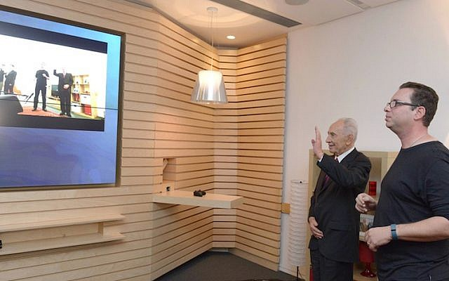 President Shimon Peres 'makes his move' in a demonstration of the Microsoft Xbox One system by Dr. Eyal Ofek (Photo credit: Courtesy)