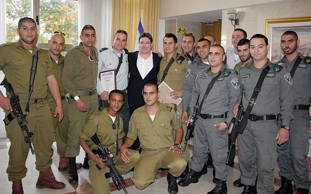 Christian Arab Border Policemen and soldiers flank deputy minister MK Ofir Akunis (Courtesy IDF Spokesperson's Unit)