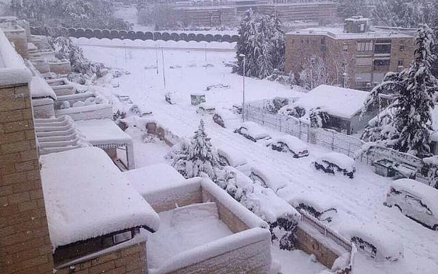 Snow storm in Jerusalem, Friday, December 13, 2013. (photo credit: Israel Hatzolah)