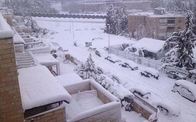 Snow storm in Jerusalem, Friday, December 13, 2013. (photo credit: Israel Hatzolah)