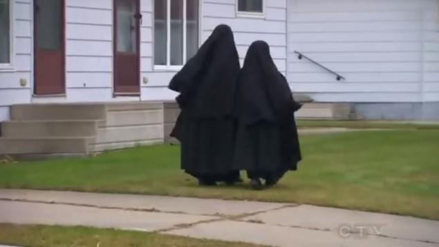Lev Tahor girls walking in Chatham, Ontario. (photo credit: YouTube screenshot)