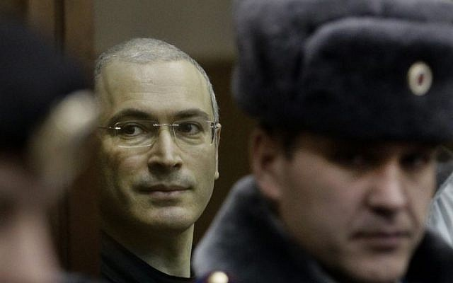 Mikhail Khodorkovsky (left), looks from behind glass at a courtroom in Moscow, Russia, on December 30, 2010. (photo credit: AP/Ivan Sekretarev, File)