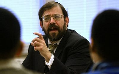 In a Jan. 7, 2003 photo, Rabbi S. Binyomin Ginsberg leads students at the Torah Academy in St. Louis Park, Minn., in a discussion and debate. (photo credit: AP Photo/The Star Tribune,Bruce Bisping)