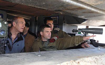 Brig. Gen. Gal Hirsch, center, with then-prime minister Ehud Olmert in 2006. (Moshe Milner/GPO/Flash90)