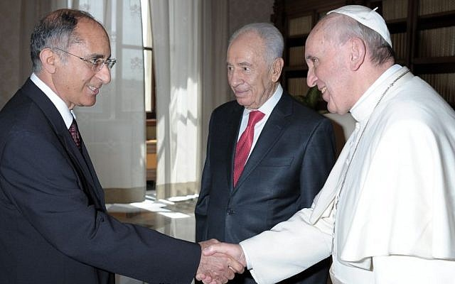 Ambassador Zion Evrony, President Shimon Peres and Pope Francis (photo credit: Courtesy)
