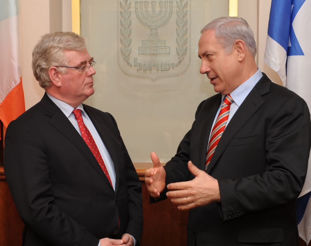 PM Benjamin Netanyahu with Irish Foreign Minister Eamon Gilmore in Jerusalem, January 2012 (photo credit: Moshe Milner/GPO/Flash90)